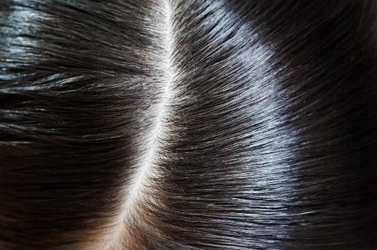 Tinh dầu bưởi kiểm soát bã nhờn dư thừa giúp tóc sạch hơn