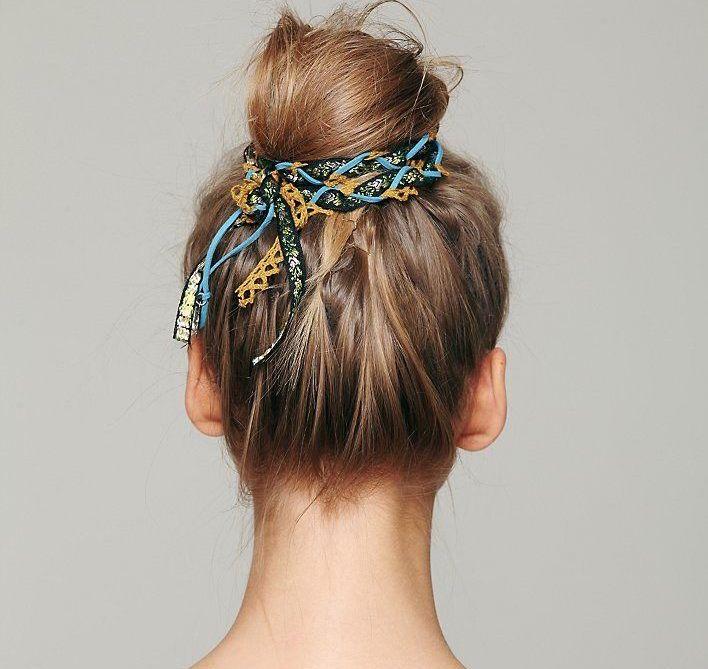 Tạo điểm nhấn cho búi tóc với khăn