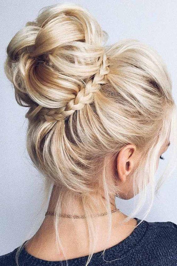 Búi tóc đơn giản nhưng không kém phần xinh xắn