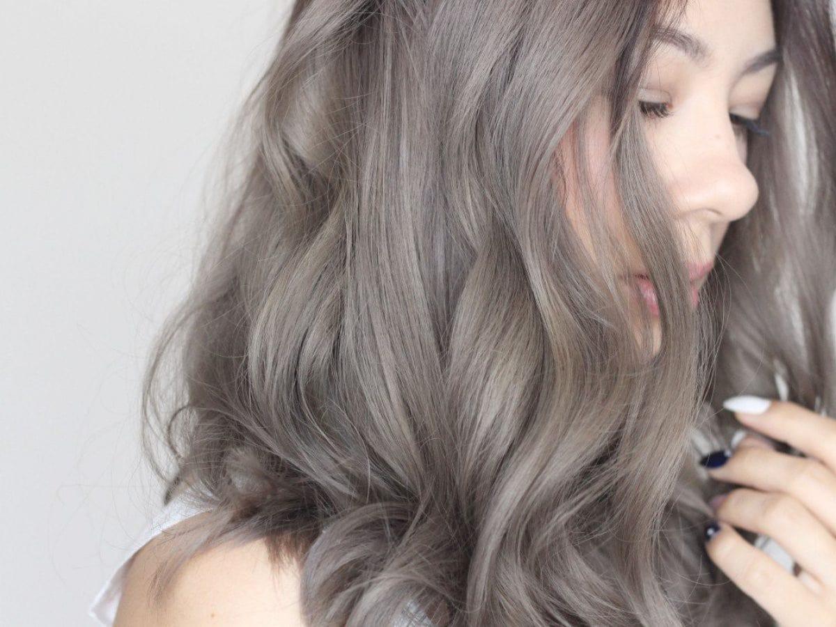 Thu hút và sắc nét với tóc màu xám bạc pha một chút khói