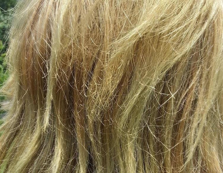 Tóc sẽ có dấu hiệu khô xơ sau khi tẩy