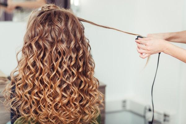 Uốn lạnh giúp tóc ít hư tổn hơn uốn nóng
