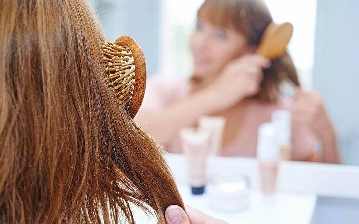 Tóc khô xơ sau khi uốn có thể khô và xơ nhiều hơn