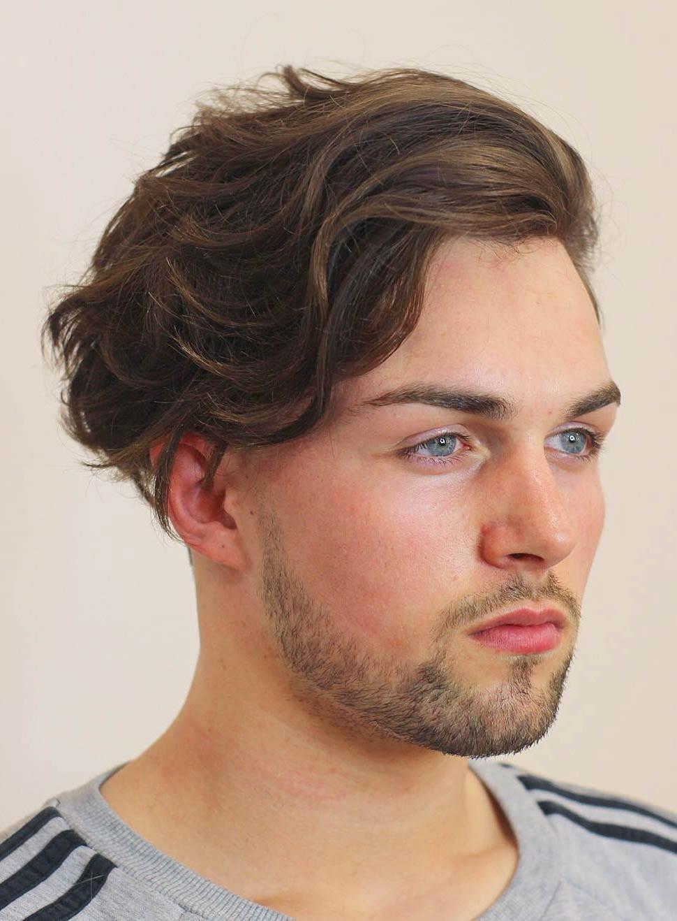 Độc đáo với kiểu tóc mái dài uốn phồng nhẹ