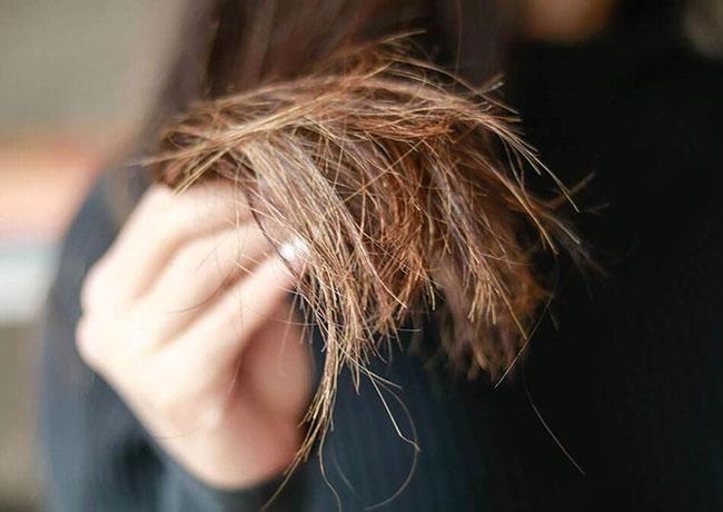Duỗi tóc với sản phẩm kém chất lượng khiến tóc nhanh hư tổn và chẻ ngọn