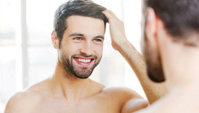 Bạn có thể dùng lược hoặc dùng các ngón tay để làm phồng tóc