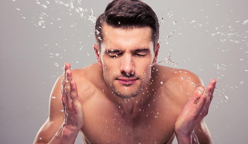 Sữa rửa mặt than hoạt tính giúp làm sạch da một cách dịu nhẹ