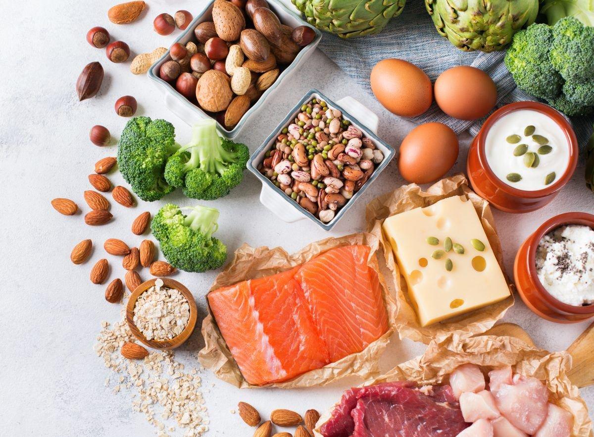 Một chế độ ăn giàu protein sẽ tốt cho mái tóc