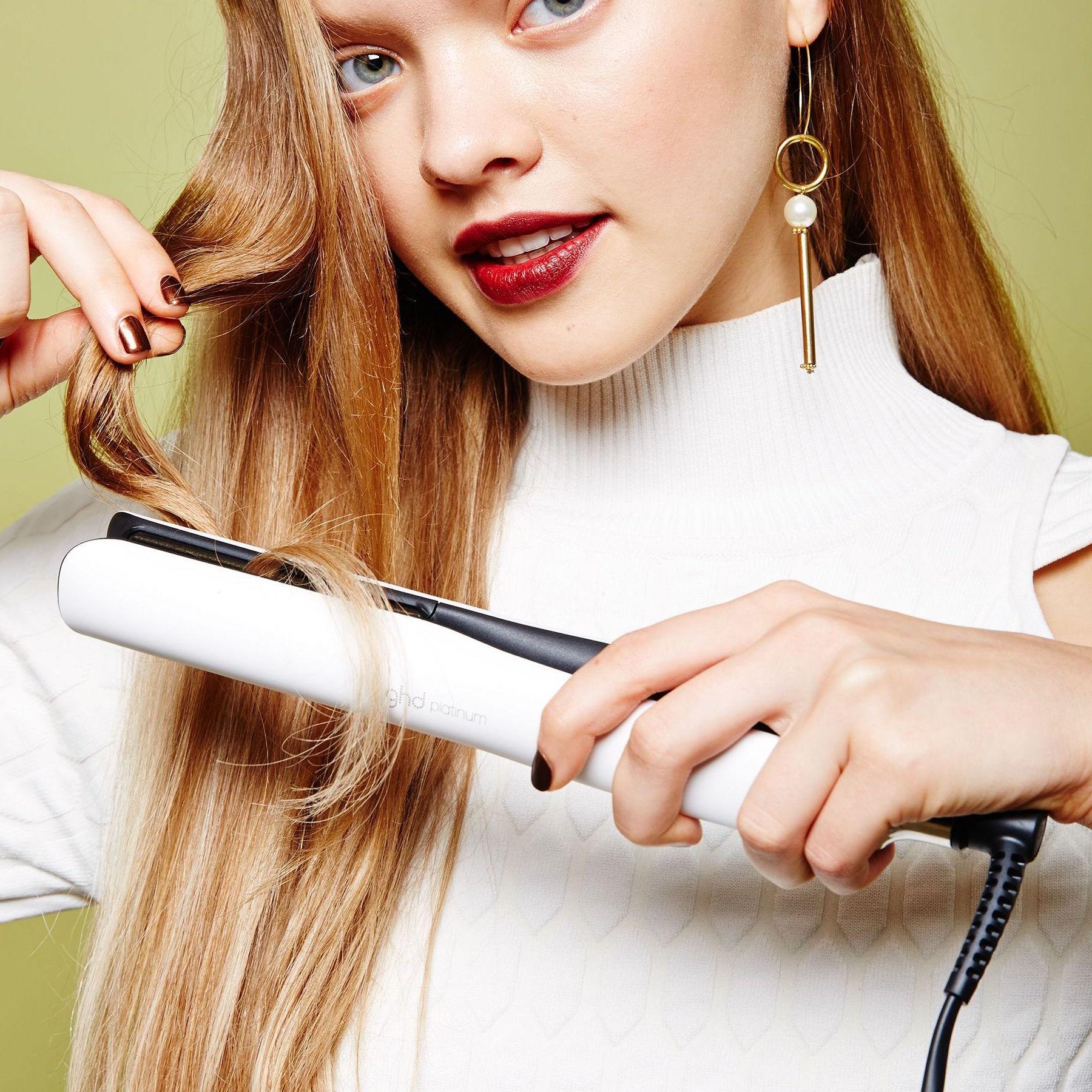 Uốn/ duỗi thường xuyên có thể khiến tóc mất đi độ ẩm tự nhiên