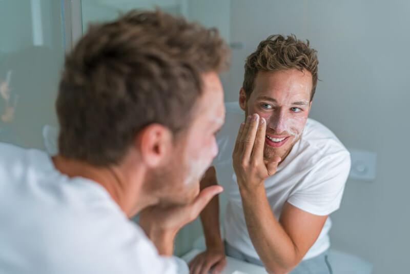 Đâu là dòng sữa rửa mặt tốt nhất cho nam bị mụn?