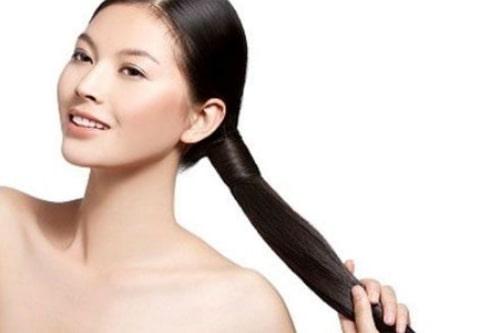 Tóc đủ ẩm sẽ mềm mượt và óng ả tự nhiên