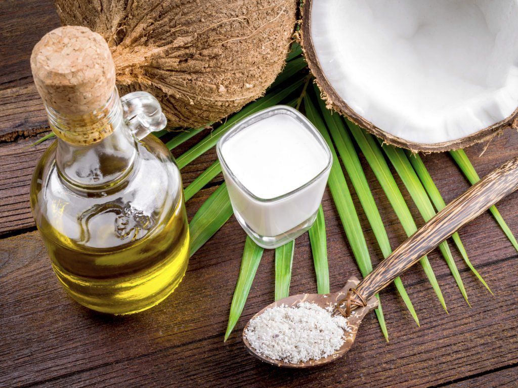 Dầu dừa hoặc dầu ô liu rất được ưa chuộng nhờ khả năng cấp ẩm tốt