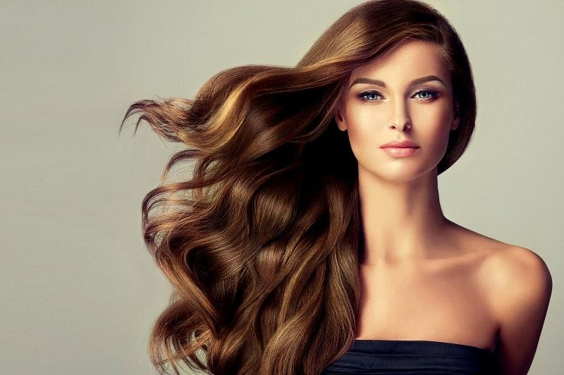 Dưỡng ẩm cho tóc uốn xoăn giúp tóc chắc khỏe và óng ả