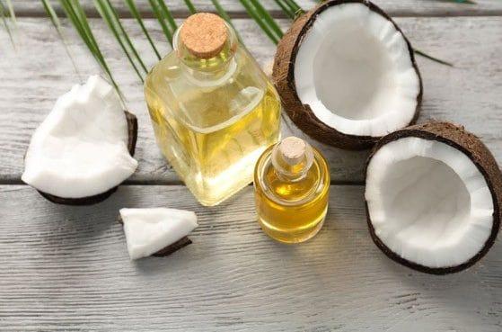 Dầu dừa là một trong những cách bổ sung độ ẩm cho tóc