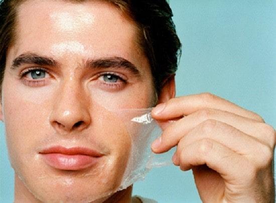 Nam giới da dầu sau khi thức dậy sẽ bị đổ dầu toàn bộ khuôn mặt