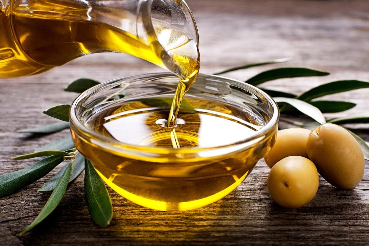 Dầu oliu mang đến nhiều lợi ích cho tóc trong đó là cấp ẩm