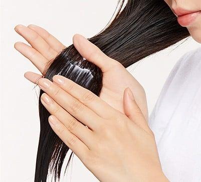 Dưỡng ẩm giúp tóc chắc khỏe và dẻo dai hơn