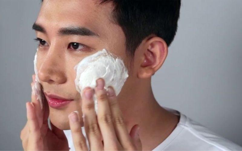 Làn da của nam hay nữ đều cần được làm sạch, điều mà chỉ sử dụng nước là không đủ