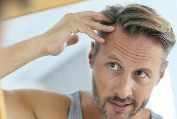 Thoa serum ở các đường chân tóc giúp kích thích mọc nhanh hơn
