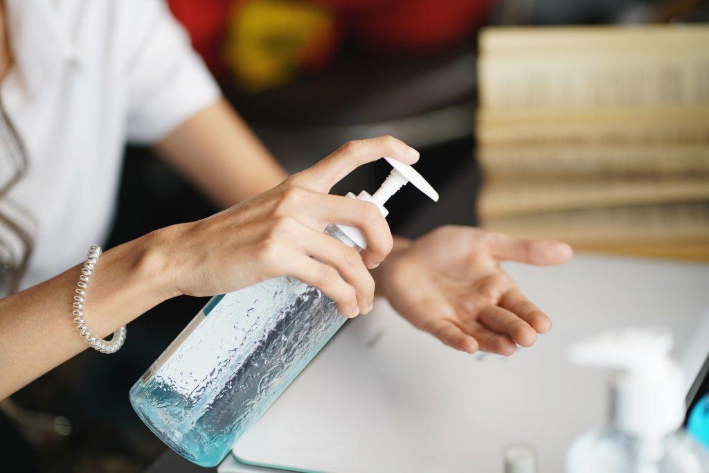 Xem kỹ thành phần trước khi mua gel vệ sinh tay