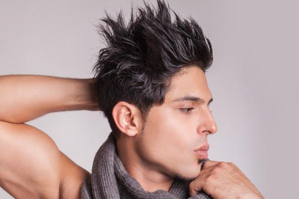 Wax tạo kiểu có thể giúp tóc giữ nếp cứng nhưng trông vẫn mềm mại